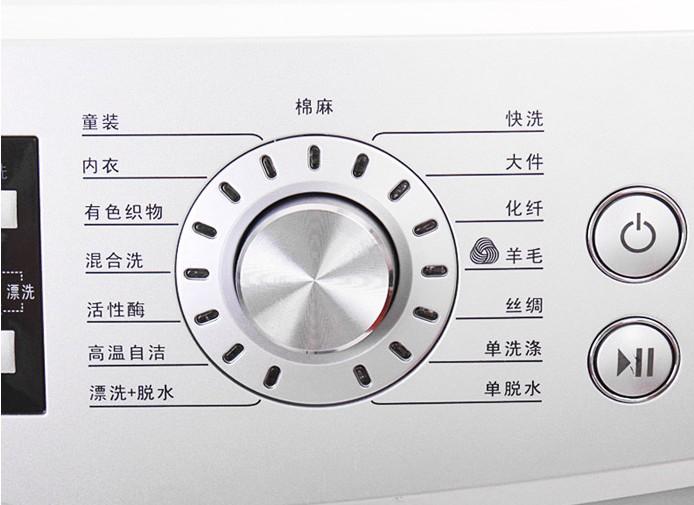 空前大视窗:超大450mm视窗,镀铬设计,典雅大气的弧线美闪耀而出,防腐蚀,耐磨;310mm超大直径取物口,放取衣物顺畅无阻,洗涤状态一目了然。 15黄金倾角控制面板:人体工程学设计,自然站姿下显示内容即可尽收眼底;搭配22mm12 mm大按键,触控更加舒适自如。 炫光导航旋钮:轻松一转,选定洗涤程序;独特镭射光彩,呈现与众不同的生活格调。 活性酶程序 实用的功能: 95度高温自洁:长时间使用后,洗衣机内外桶之间容易残留纤维污渍,滋生细菌,选择95度高温自洁程序,自动清洗洗衣内外桶之间的卫生死角,彻底